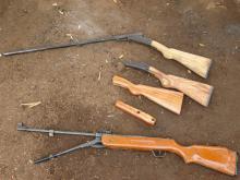 Fusils chez un producteur à Ferkessédougou en Côte d'Ivoire (© GRIP 2014).
